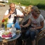 Im Cafè Hof Rodenbeckenschnieder kann man gemütlich draußen sitzen.