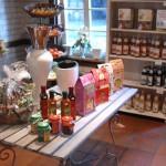 Im Hofladen gibt es ausgesuchte Lebensmittel aus der Region.